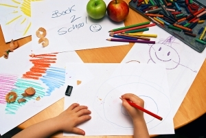 1239803_girl_drawing_back_to_school_large