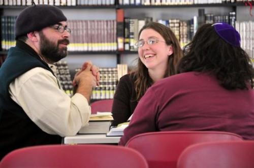 ebn_leder_teaches_rabbinical_students_large_ebn_leder_teaches_rabbinical_students_large