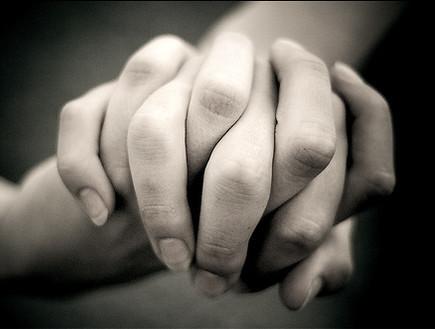 holdinghands.jpg_holdinghands-jpg