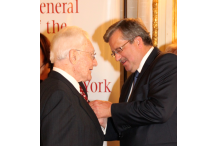 President Komorowski awarding Julian Bussgang the Knight's Cross of the Order of Merit at Polish Consulate in NY 2011.