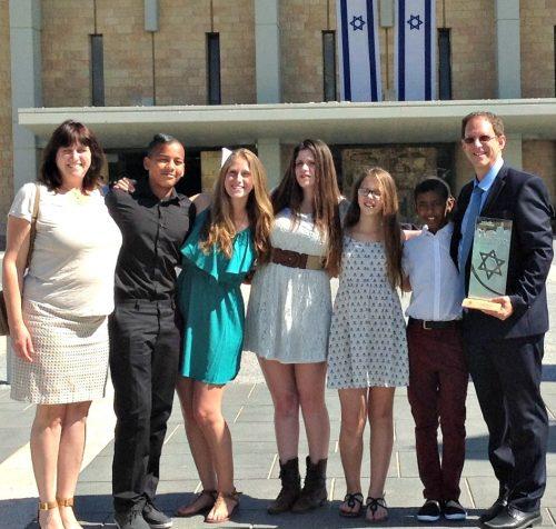 Susan Silverman, Adar Abramowitz-Silverman, Hallel Abramowitz-Silverman, Aliza Abramowitz-Silverman, Ashira Abramowitz-Silverman, Zamir Abramowitz-Silverman and Yosef Abramowitz, from left. (Photo courtesy of the Abramowitz-Silverman family)