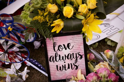 A makeshift memorial in Orlando (Photo credit: Drew Angerer/Getty Images)